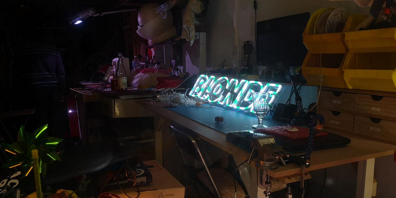 Neon LED RGB Sur Mesure BLONDE 5
