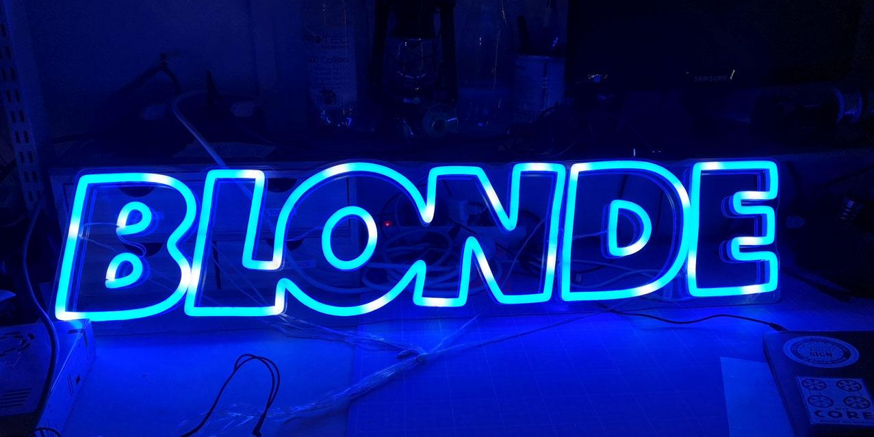 Neon LED RGB Sur Mesure BLONDE 3