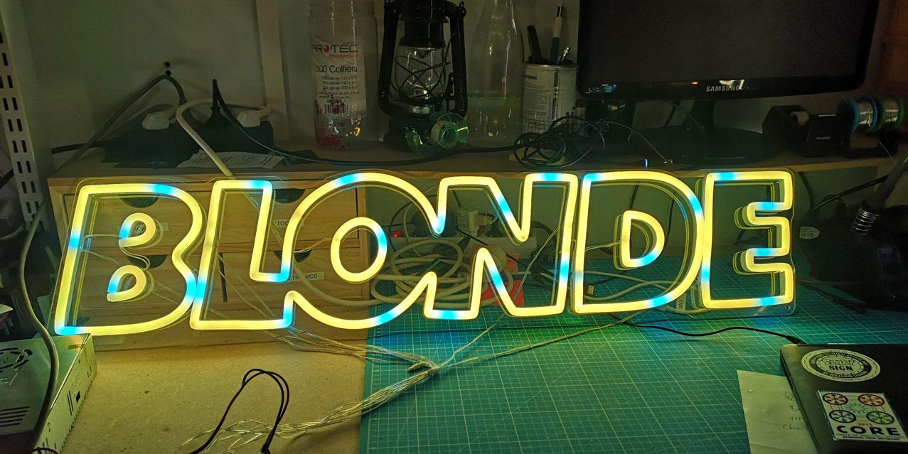 Neon LED RGB Sur Mesure BLONDE 4