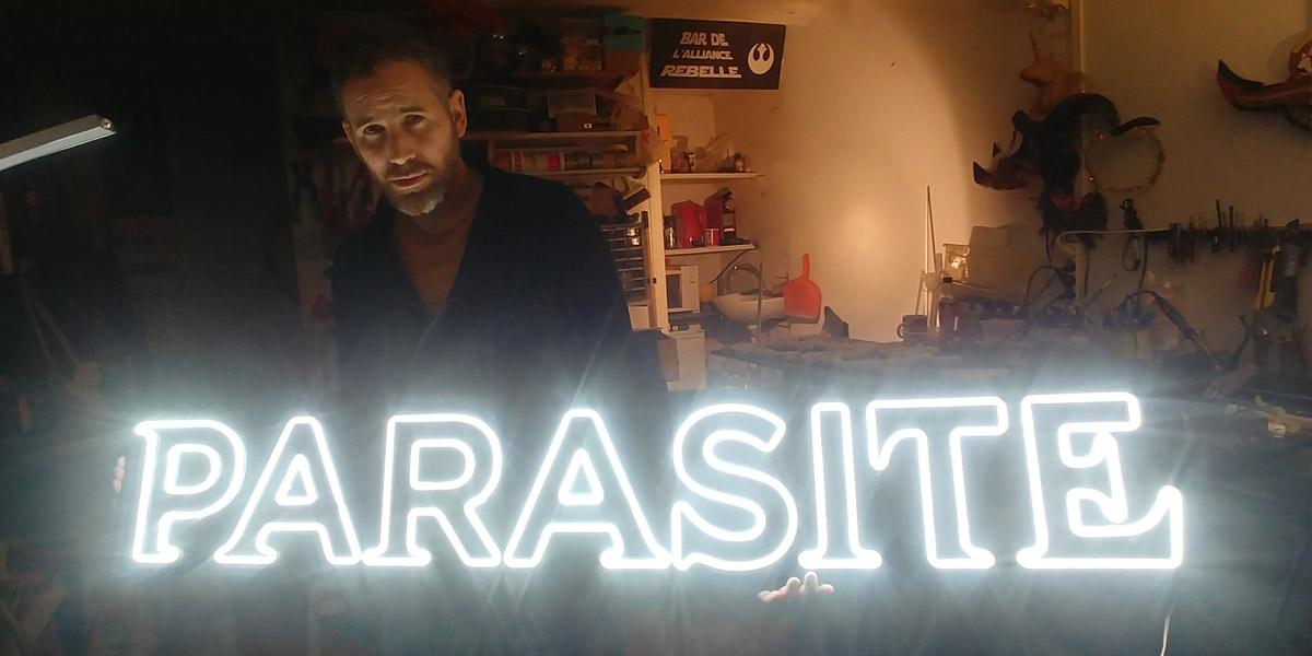 Néon LED personnalisé PARASITE