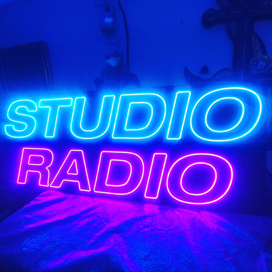 Logo en NEON LED personnalisé Studio Radio